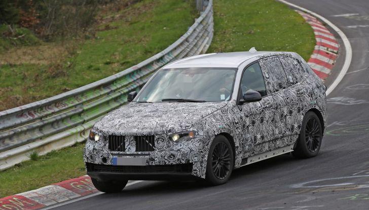 BMW X5 di nuova generazione, le immagini spia dei test in pista - Foto 4 di 13