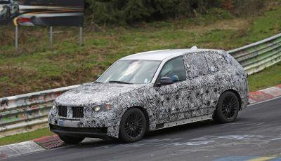 BMW X5 di nuova generazione, le immagini spia dei test in pista