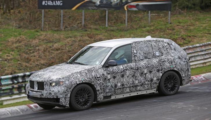 BMW X5 di nuova generazione, le immagini spia dei test in pista - Foto 6 di 13