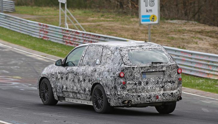 BMW X5 di nuova generazione, le immagini spia dei test in pista - Foto 3 di 13