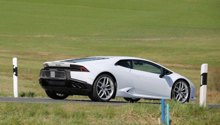 Nuova Lamborghini Huracan Superleggera, iniziano i primi test su strada - Foto 12 di 17
