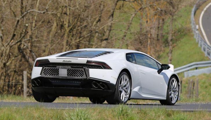 Nuova Lamborghini Huracan Superleggera, iniziano i primi test su strada - Foto 13 di 17