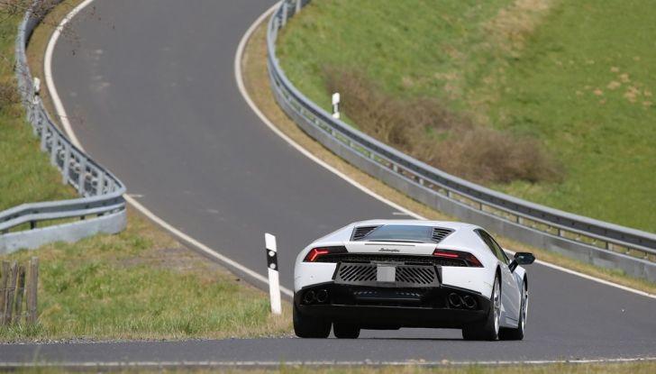 Nuova Lamborghini Huracan Superleggera, iniziano i primi test su strada - Foto 14 di 17