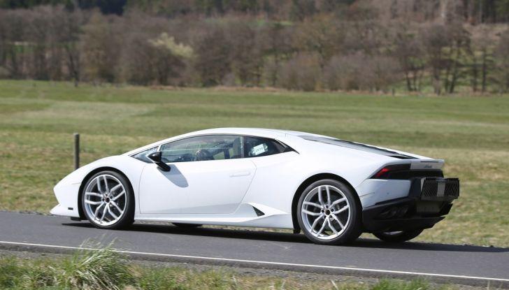 Nuova Lamborghini Huracan Superleggera, iniziano i primi test su strada - Foto 5 di 17