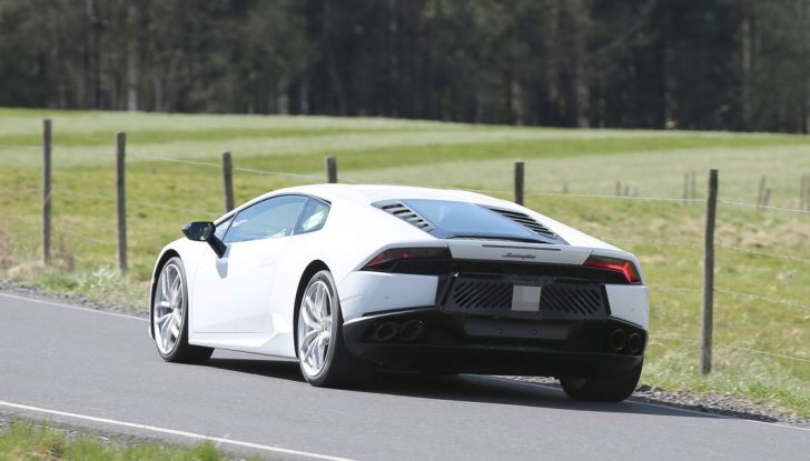 Nuova Lamborghini Huracan Superleggera, iniziano i primi test su strada - Foto 6 di 17