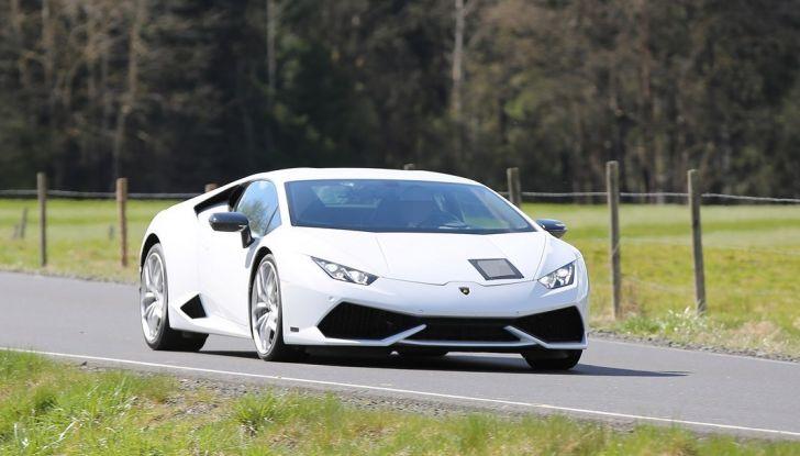 Nuova Lamborghini Huracan Superleggera, iniziano i primi test su strada - Foto 8 di 17