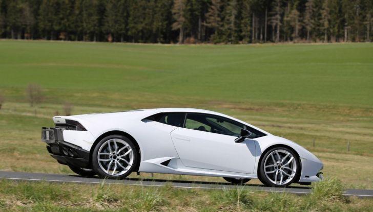 Nuova Lamborghini Huracan Superleggera, iniziano i primi test su strada - Foto 11 di 17