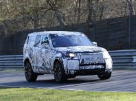 Nuova Land Rover Discovery sorpresa in pista durante i test dinamici