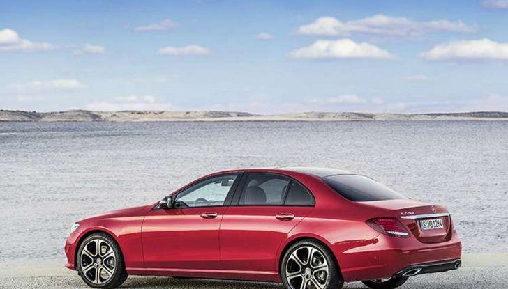 Nuova Mercedes Classe E, prova su strada, prezzi ed allestimenti - Foto 10 di 11