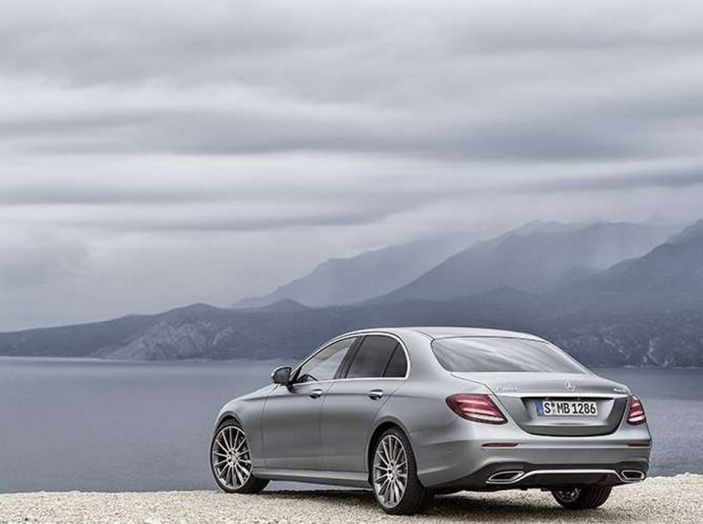 Nuova Mercedes Classe E, prova su strada, prezzi ed allestimenti - Foto 11 di 11