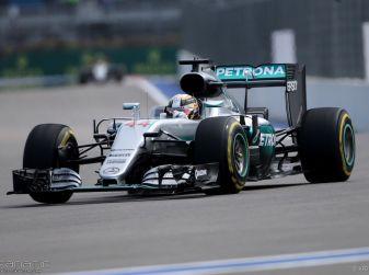 F1 2016, GP del Messico: pole a Hamilton, Raikkonen partirà dalla sesta posizione