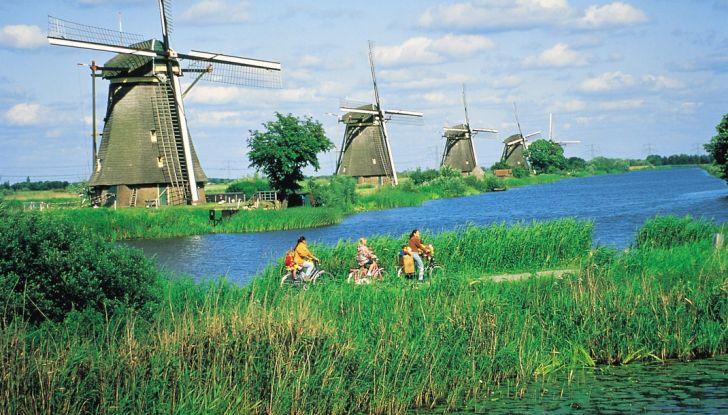 Olanda: vietate le auto a benzina e Diesel entro il 2025 - Foto 9 di 12