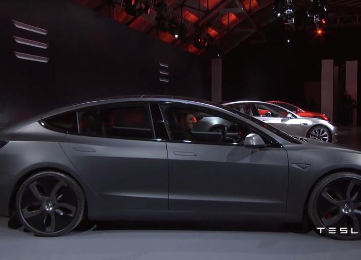 Tesla Model 3 prezzi, informazioni e dati tecnici - Foto 3 di 18