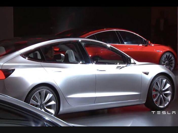 Tesla Model 3 prezzi, informazioni e dati tecnici - Foto 1 di 18