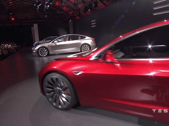 Tesla Model 3 prezzi, informazioni e dati tecnici - Foto 4 di 18