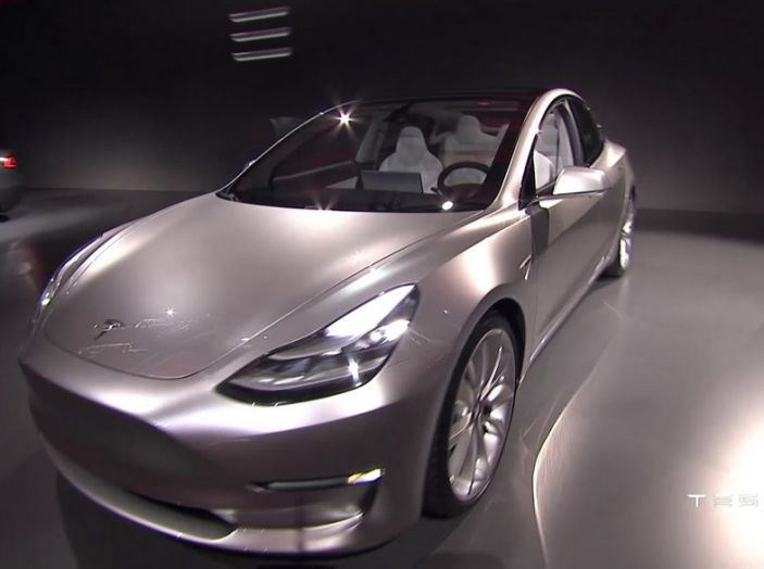 Tesla Model 3 prezzi, informazioni e dati tecnici - Foto 13 di 18