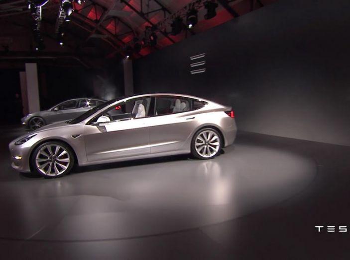 Tesla Model 3 prezzi, informazioni e dati tecnici - Foto 18 di 18