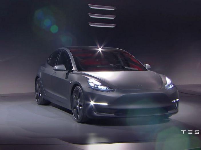 Tesla Model 3 prezzi, informazioni e dati tecnici - Foto 5 di 18