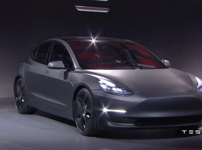 Tesla Model 3 prezzi, informazioni e dati tecnici - Foto 6 di 18
