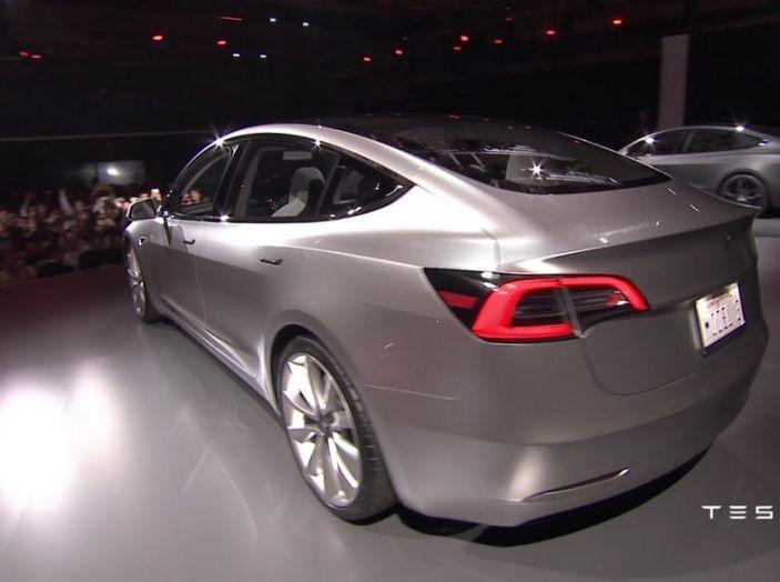 Tesla Model 3 prezzi, informazioni e dati tecnici - Foto 7 di 18