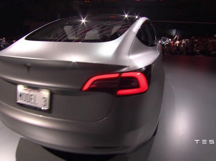 Tesla Model 3 prezzi, informazioni e dati tecnici - Foto 9 di 18