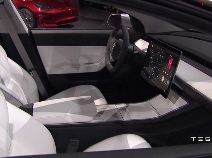 Tesla Model 3 prezzi, informazioni e dati tecnici - Foto 10 di 18
