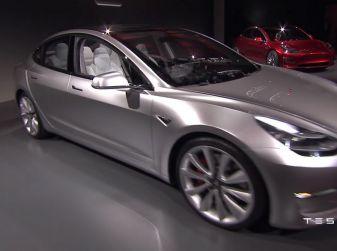 Tesla Model 3: 276.000 prenotazioni nei primi tre giorni