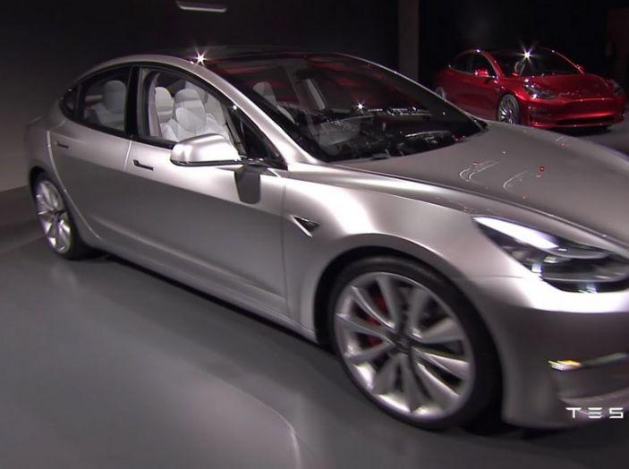 Tesla Model 3 prezzi, informazioni e dati tecnici - Foto 11 di 18