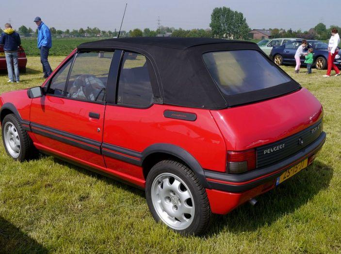 Peugeot 205 Cabrio rossa