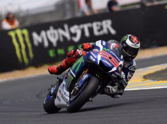 MotpGP, Le Mans: Lorenzo vince, Rossi gran secondo