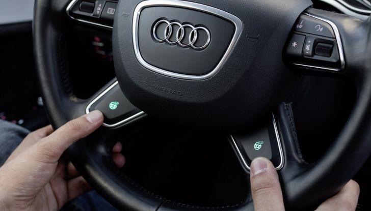 Audi A7 guida pilotata volante