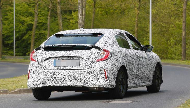 Nuova Honda Civic 2017, foto spia, posteriore laterale.