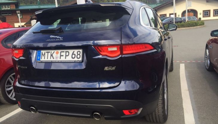 Jaguar F-Pace 3.0d e Supercharged: prova su strada, prezzi e prestazioni - Foto 11 di 23