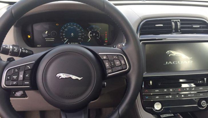 Jaguar F-Pace 3.0d e Supercharged: prova su strada, prezzi e prestazioni - Foto 17 di 23