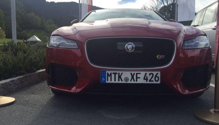 Jaguar F-Pace 3.0d e Supercharged: prova su strada, prezzi e prestazioni - Foto 18 di 23