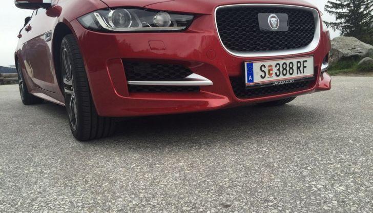 Jaguar F-Pace 3.0d e Supercharged: prova su strada, prezzi e prestazioni - Foto 20 di 23