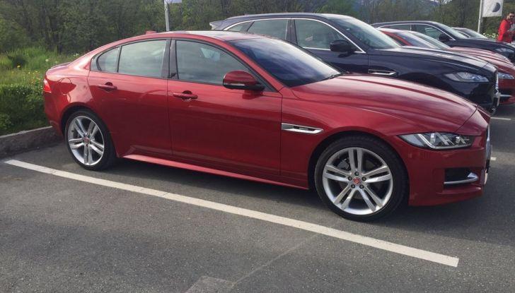 Jaguar F-Pace 3.0d e Supercharged: prova su strada, prezzi e prestazioni - Foto 21 di 23