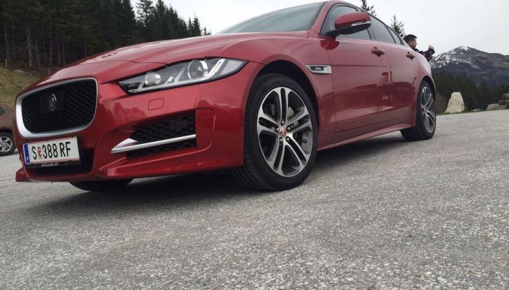 Jaguar F-Pace 3.0d e Supercharged: prova su strada, prezzi e prestazioni - Foto 14 di 23