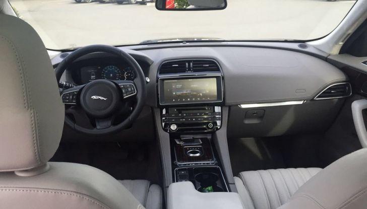 Jaguar F-Pace 3.0d e Supercharged: prova su strada, prezzi e prestazioni - Foto 16 di 23