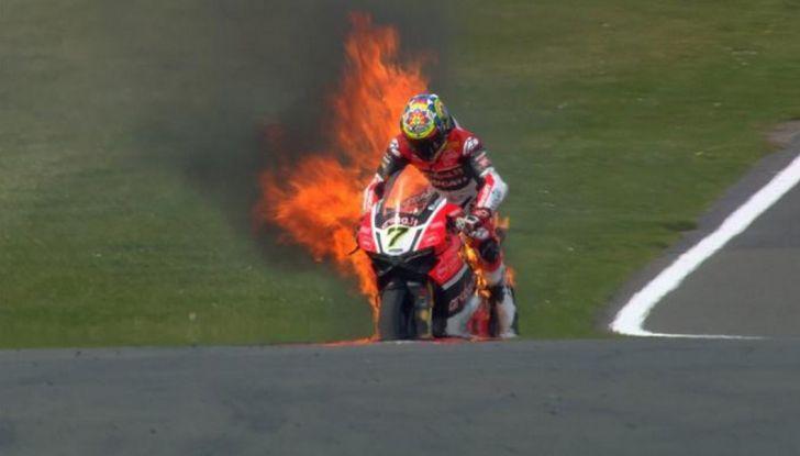 WorldSBK : sul Circuito di Donington Park la giornata è dominata dalle Kawasaki - Foto 5 di 6