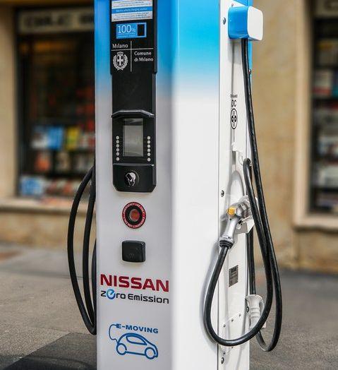 Nissan e A2A, inaugurate a Milano le prime colonnine pubbliche di ricarica rapida per i veicoli elettrici - Foto 11 di 21