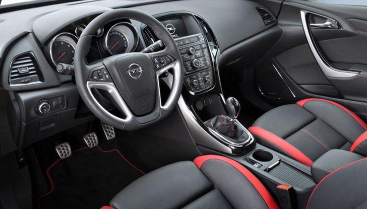 Nuova Opel Astra BiTurbo 5 porte con motore 1.6 BiTurbo CDTI da 160 CV - Foto 5 di 5