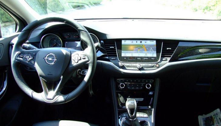 Opel Astra 1.6 CDTI Innovation: prova su strada, consumi e prezzi - Foto 11 di 25
