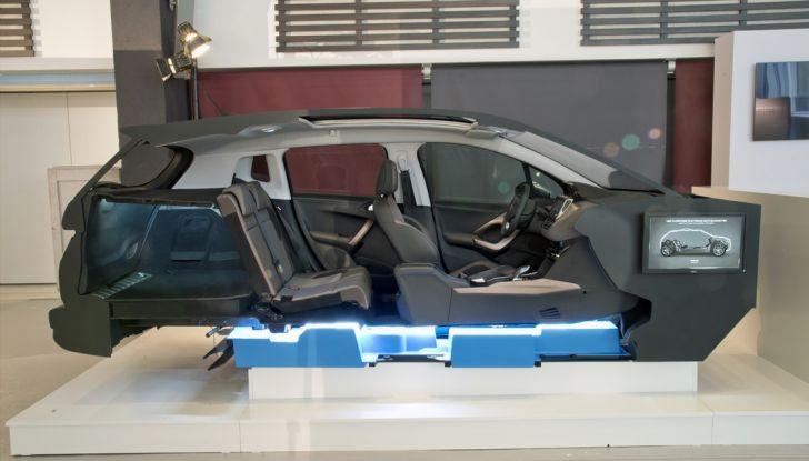 PSA Groupe: nuove soluzioni elettriche per veicoli ibridi ed elettrici - Foto 1 di 9
