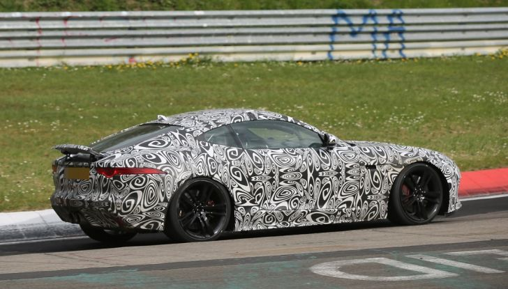 Nuova Jaguar F-Type: le foto spia del Facelift - Foto 3 di 19