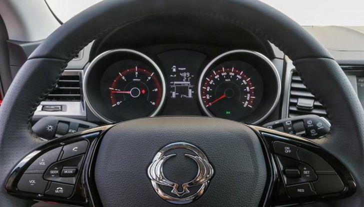 SsangYong XLV: prova su strada, motori, prezzi e allestimenti - Foto 7 di 15