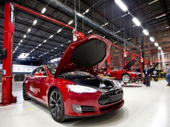 Tesla anticiperà Google nel debutto delle auto 100% guida autonoma