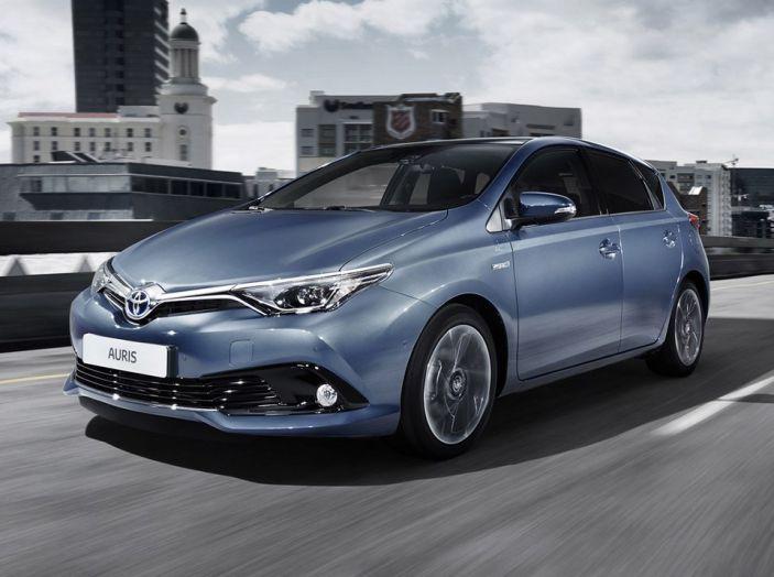 Toyota Auris 2016: versione ibrida migliorata e sistema Toyota Touch 2