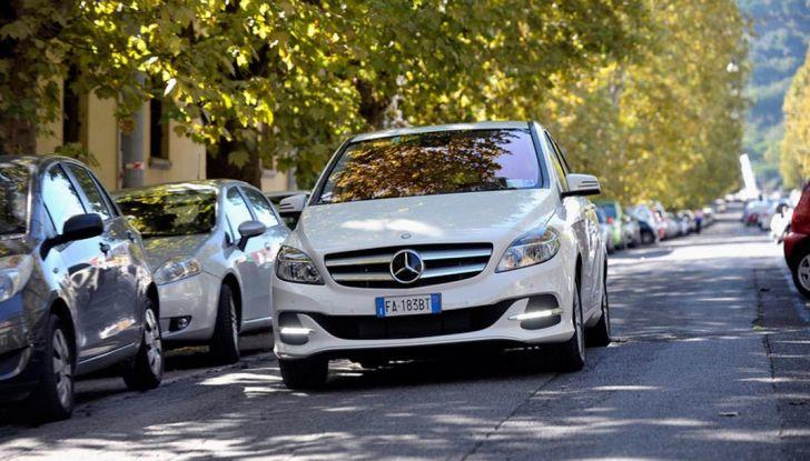 Una Mercedes Classe B elettrica in dono ai giocatori del Leicester City - Foto 2 di 10