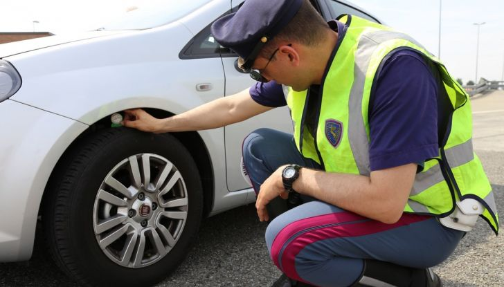 La Polizia Stradale pronta a 10mila controlli extra sulle gomme auto - Foto 1 di 10